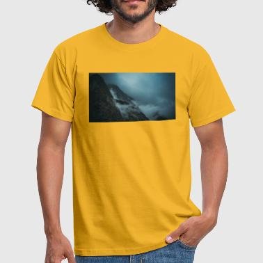 Mountains in the fog - Men's T-Shirt