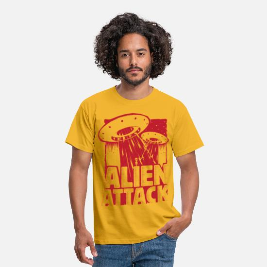 Comic T-Shirts - Alien Attack - Men's T-Shirt yellow