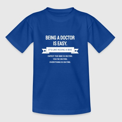 BEING A DOCTOR - Kids' T-Shirt