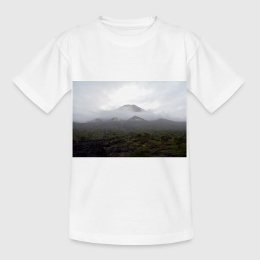 A volcano in the fog - Kids' T-Shirt