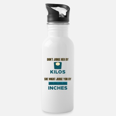 DO NOT JUDGE HER BY KILOS SH MIGHT JUDGE YOU INCHES - Water Bottle