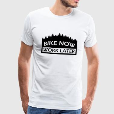 BIKE NOW - WORK LATER. Mountainbike Geschenk - Männer Premium T-Shirt