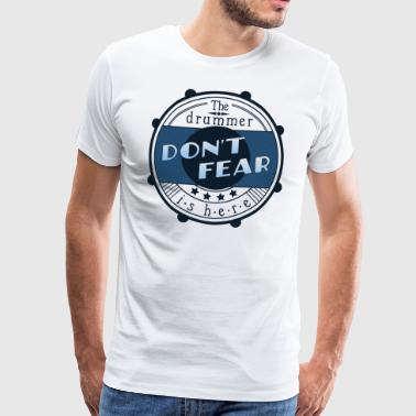 Don't fear, the drummer is here - Männer Premium T-Shirt