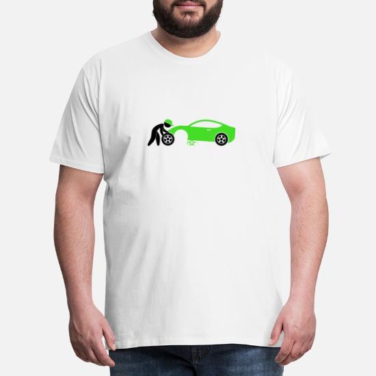 En mekaniker reparation af en bil Premium T shirt mænd