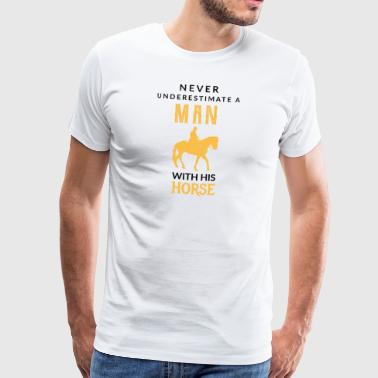 Never underestimate a Man with his horse! - Männer Premium T-Shirt