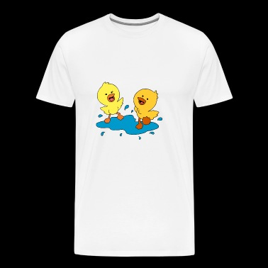 Cute ducklings splashing in a puddle - Men's Premium T-Shirt