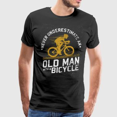 Never underestimate an old man with a bike - Männer Premium T-Shirt
