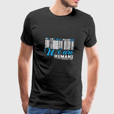 We Are not Numbers We Are Humans Geschenk - Männer Premium T-Shirt