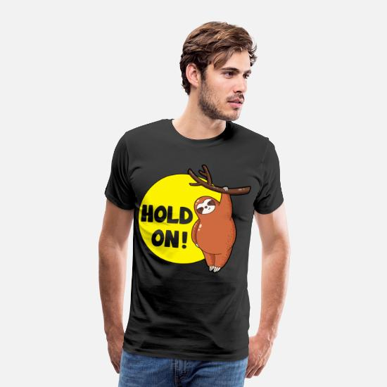 Funny Quotes T-shirts - Sloth Hold On Funny Sloths Lovers Humor - Mannen premium T-shirt zwart