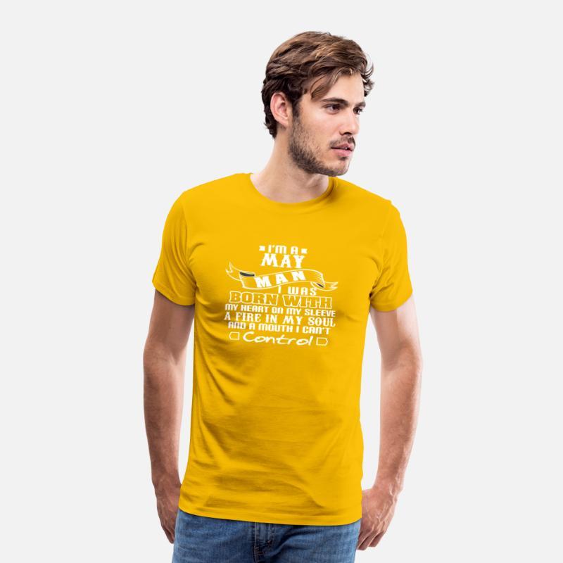 Man som är född med min hjärta på min ärm kan Premium T shirt herr solgul