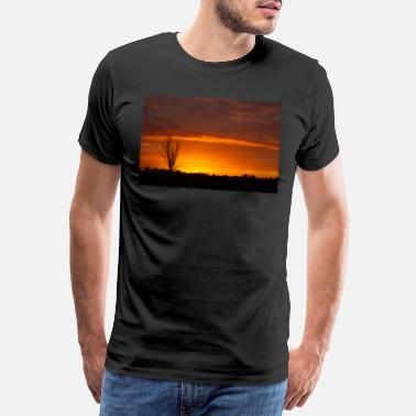 Landscape once in a life time sunset in Australia with sillh - Men's Premium T-Shirt