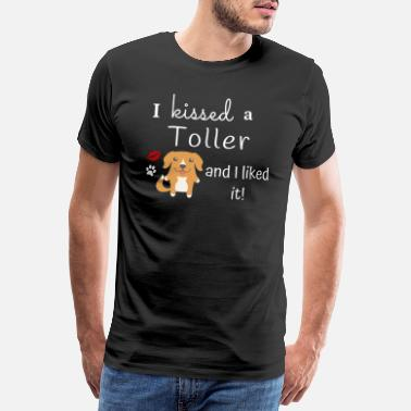 I Love It I Kissed A Toller And I Liked It Cute Dog Kiss - Men's Premium T-Shirt