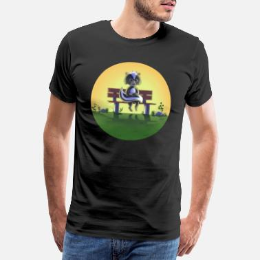 Small skunk on park bench - Men's Premium T-Shirt