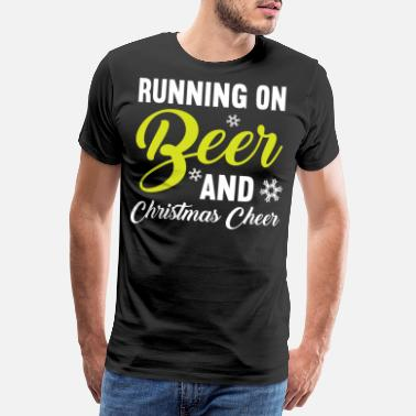 Tannenbaum Running on Beer and Christmas cheer - Männer Premium T-Shirt
