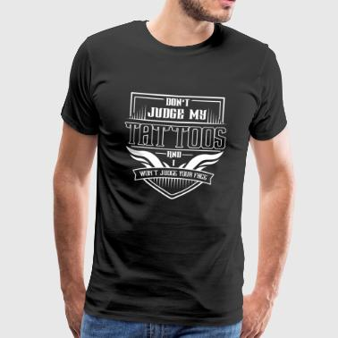 TATTO TÄTOWIERER: DONT JUDGE MY TATTOOS GESCHENK - Männer Premium T-Shirt