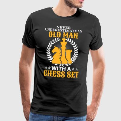 Gubbe med en Chess Set - Premium-T-shirt herr