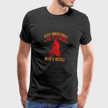 Never Underestimate An Old Man With A Bicycle Gift - Camiseta premium hombre