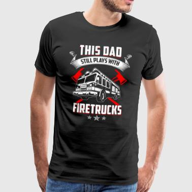 Firefighter This Dad still play with Firetrucks - Männer Premium T-Shirt