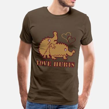 Love Hurts Hedgehogs - Männer Premium T-Shirt
