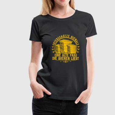 Never Underestimate Beekeeper Grandma Old beekeepers have it as a present - Women's Premium T-Shirt