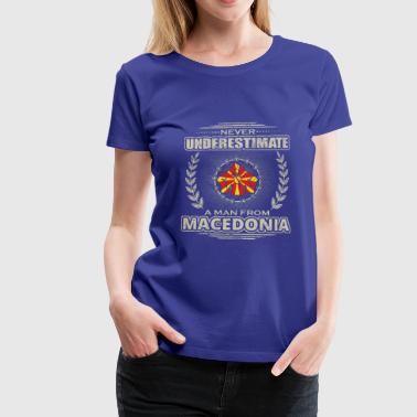 Never Underestimate Man MACEDONIA png - Frauen Premium T-Shirt