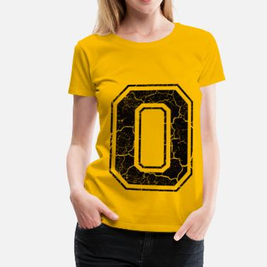 Grunge Letter O in the grunge look - Camiseta premium mujer