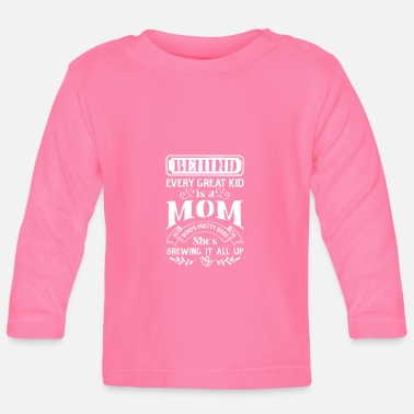 Family Junior Daughter Mom Father Behind every great Kid is a Mom screwing up - Baby Longsleeve Shirt