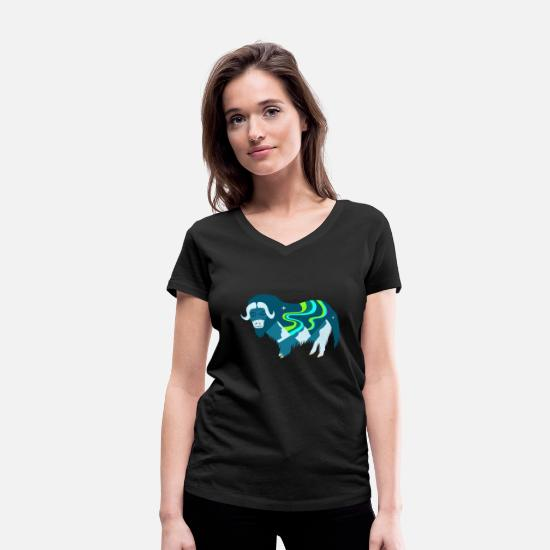 Nature T-Shirts - Bisam with northern lights i northern lights in the mountains - Women's Organic V-Neck T-Shirt black