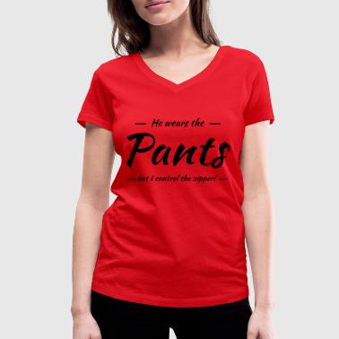 He wears the pants, but I control the zipper! - T-shirt ecologica da donna con scollo a V di Stanley & Stella