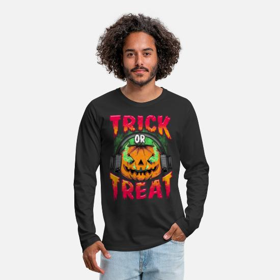 Comic Long Sleeve Shirts - Evil Pumpkin with Trick or Treat headphones - Men's Premium Longsleeve Shirt black