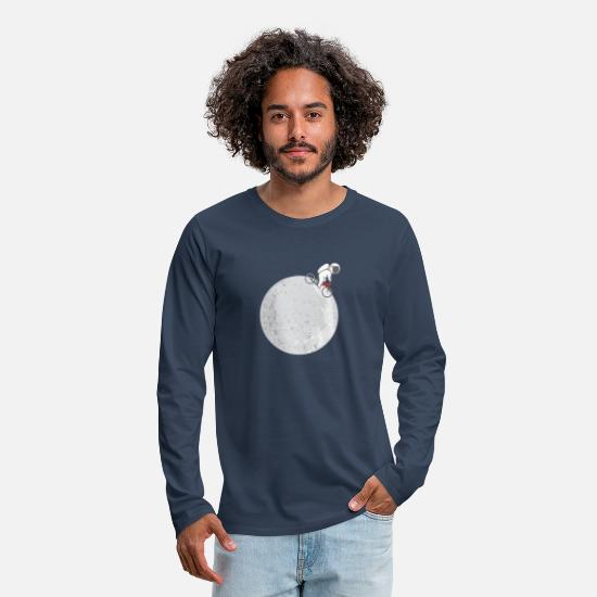 Birthday Long sleeve shirts - ASTRONAUT AT THE MOON FUNNY T SHIRT GIFT - Men's Premium Longsleeve Shirt navy