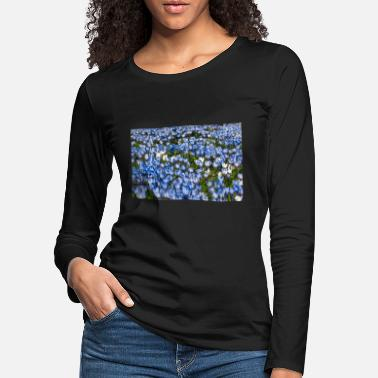 Meadow with blue and white crocus flowers - Women's Premium Longsleeve Shirt
