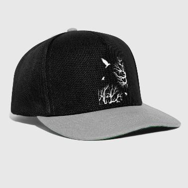 Raven crow in the forest. Flying trees. Darkness - Snapback Cap