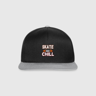 Skate and chill, Lustiges T-Shirt Geschenk - Snapback Cap
