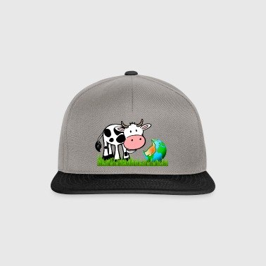 The cow nibbles the world - Snapback Cap