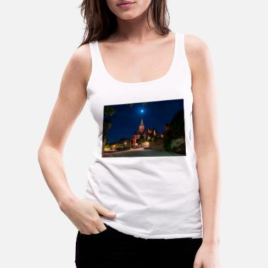 St. Catherine's Church illuminated in red with the moon - Women's Premium Tank Top