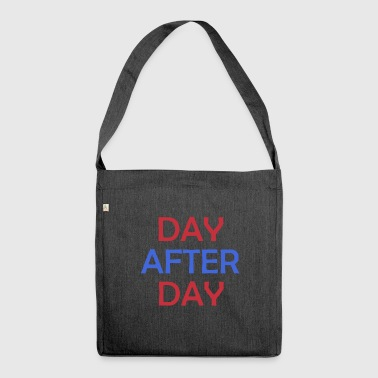 Day After Day - Schultertasche aus Recycling-Material