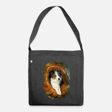 Border Collie cane merle blu in un tronco d'albero - Borsa in materiale riciclato