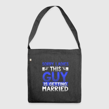 Sorry ladies this guy is getting married T-shirt - Schultertasche aus Recycling-Material