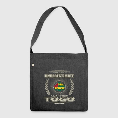 Never Underestimate Man TOGO png - Schultertasche aus Recycling-Material