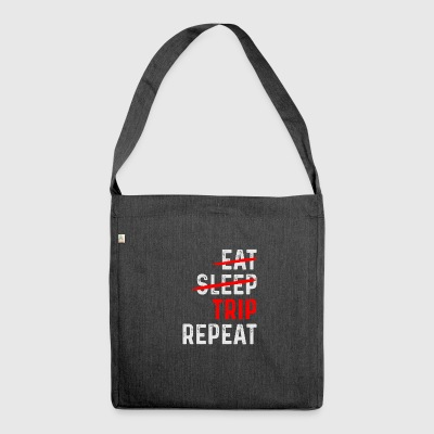TRIP REPEAT - Schultertasche aus Recycling-Material