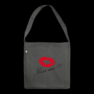 Kissing - kiss me - Shoulder Bag made from recycled material