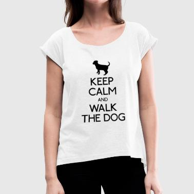Keep Calm and walk the dog - Naisten T-paita, jossa rullatut hihat