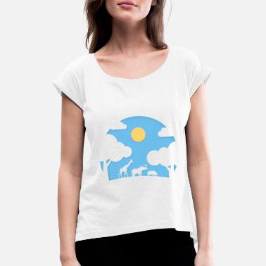 nature landscape with animals paper cut style - Frauen T-Shirt mit gerollten Ärmeln