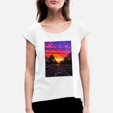 Sunset City Sunset - Frauen T-Shirt mit gerollten Ärmeln