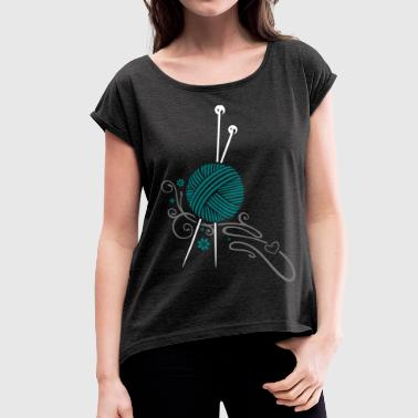 Knitting needles with wool and flowers. - Women's T-shirt with rolled up sleeves