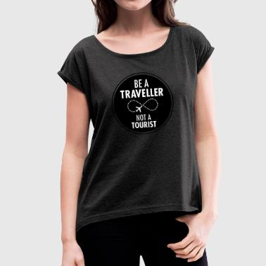 Be Traveller Not A Tourist - Frauen T-Shirt mit gerollten Ärmeln