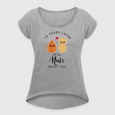 10 years later still nuts about you -10. Jahrestag - Vrouwen T-shirt met opgerolde mouwen
