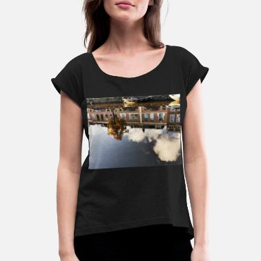 Canals Reflection in the canal - Women's Rolled Sleeve T-Shirt