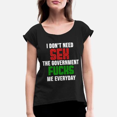 Political politics - Women's T-Shirt with rolled up sleeves